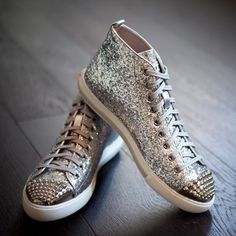 Miu Miu come to mama Handbag Accessories, Fashion Accessories, Miu Miu Handbags, Shoe Boots, Shoes Heels, Mode Shoes, Miu Miu Shoes, Beautiful Shoes, Footwear