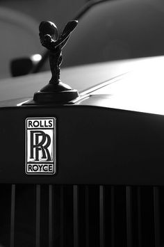 luxury lifestyle Villa luxury car mansions rolls royce luxury home Rolls Royce Phantom, Rat Rods, Voiture Rolls Royce, Rolls Royce Logo, Rolls Royce Motor Cars, Ex Machina, Jaguar, Hood Ornaments, Car Wallpapers