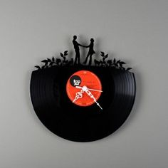 savvyhousekeeping turning recycling old vinyle records to wall clocks Old Records, Vinyl Records, Vynil, Record Clock, Record Wall, Music Clock, Cool Clocks, Deco Design, Recycled Art