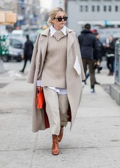 The Best NYFW Street Style From The Fall 2017 Season Still cold out? Try this nude monochromatic layered look. Add a bright colored handbag to make everything pop. Let Daily Dress Me help you find the perfect outfit for whatever… Continue Reading → Street Style 2017, Looks Street Style, Autumn Street Style, Looks Style, Street Styles, Winter Mode Outfits, Winter Fashion Outfits, Fashion Weeks, Autumn Winter Fashion