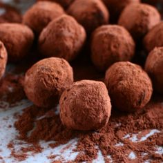 You are going to love this recipe for gluten-free, dairy-free, vegan, and delicious chocolate truffles! Foolproof, they are the easiest chocolate truffles! Vegan Truffles, Homemade Truffles, Chocolate Truffles, Coconut Truffles, Chocolate Desserts, Chocolate Chips, Chocolate Puro, Homemade Chocolate, Coconut Chocolate