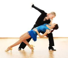 Nous allons partager avec vous 3 types de danses qui peuvent être pratiquées régulièrement pour modeler les jambes, les fesses et le tour de taille.