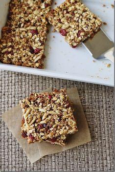 Almond Energy Bars - Carrots 'N' Cake Protein Muffins, Protein Cookies, Protein Snacks, Protein Bars, High Protein, Sweet Potato Cinnamon, Sweet Potato Pancakes, Granola Barre, Carrots N Cake