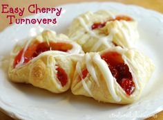 Easy Cherry Turnovers with Puff Pastry Recipe Desserts with puff pastry cherry pie filling sugar milk cream cheese butter powdered sugar vanilla milk Cherry Desserts, Cherry Recipes, Köstliche Desserts, Delicious Desserts, Dessert Recipes, Yummy Food, Fruit Recipes, Pie Recipes, Sweet Recipes