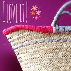 Personnaliser son panier en osier Ecrire un mot en tricotin et le coudre dessus  Crocheter sur le haut du panier Y ajouter des galons, rubans, morceaux de tissus, sequins, pa