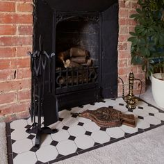 York pattern with a simple border Fireplace Hearth Tiles, Victorian Fireplace Tiles, Victorian Tiles, Fireplace Design, Fireplace Ideas, Geometric Tiles, Style Tile, Home Living Room, Living Area