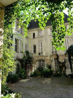 """lilyadoreparis: """"Cour de Rohan, Paris 6e. """""""