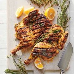Brick-pressed chicken cooks quickly and evenly, a great boon to a barbecue host. The key is to spatchcock—or butterfly—the bird, then press it down flat on the grill rack with a foil-wrapped brick or cast-iron skillet. Grilled Whole Chicken, Grilled Chicken Recipes, Grilled Meat, Stuffed Whole Chicken, Roasted Chicken, Spatchcock Chicken Grilled, 300 Calories, Grilling Recipes, Cooking Recipes