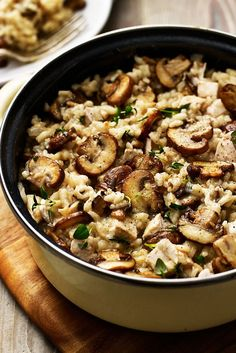 Mushroom and roasted chicken risotto - Cooking Inspiration - Best Chicken Recipes Roast Chicken Risotto, Roast Chicken Meals, Roast Chicken And Rice, Baked Chicken, Risotto Receita, Pasta Sin Gluten, Cooking Recipes, Healthy Recipes, Easy Recipes