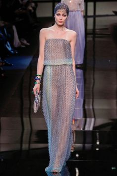 See all the Collection photos from Giorgio Armani Prive Spring/Summer 2014 Couture now on British Vogue Fashion Week, Runway Fashion, High Fashion, Fashion Show, Fashion Design, Paris Fashion, Armani Prive, Spring Couture, Haute Couture Fashion