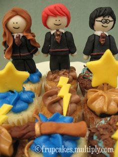 harry potter cupcake. Who wants to make these for me?