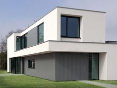 Maas Architecten » mondzorgpraktijk kuijl lochem // stucwerk modern villa strak minimalistisch glas wit hout Modern Houses, Cube, Garage Doors, Shed, Middle, Outdoor Structures, House Design, Mansions, Street