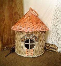 Recycled Crafts, Diy And Crafts, Paper Crafts, Recycle Newspaper, Paper Basket, Wicker, Recycling, Bird, Outdoor Decor