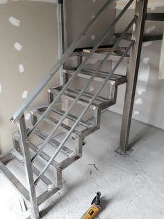 ironwork Source by julioalvesmessias Staircase Metal, Steel Stair Railing, Steel Stairs, Floating Staircase, Stair Handrail, Wooden Stairs, Home Stairs Design, Balcony Railing Design, Interior Stairs