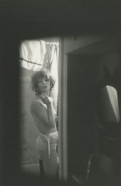 Saul Leiter, Soames, c. 1960 © Saul Leiter Foundation, courtesy Howard Greenberg Gallery, New York - History Of Photography, Nude Photography, Artistic Photography, Black And White Photography, Fine Art Photography, Street Photography, Portrait Photography, Vintage Photography Women, Intimate Photography