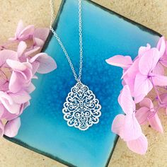 LAVISHY designs & wholesale original & beautiful applique bags, wallets, pouches & accessories for gift shop/boutique buyers in USA, Canada & worldwide. Gift Shops, Clothing Boutiques, Filigree Earrings, Makeup Pouch, Online Shopping, Plating, Coin Purse, Fashion Accessories, Collections