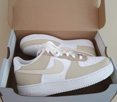 Dr Shoes, Swag Shoes, Cute Nike Shoes, Cute Nikes, Hype Shoes, Beige Nike Shoes, Nike Custom Shoes, Nike Shoes Outfits, Beige Sneakers