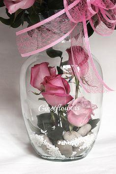 "Roxana Porque en GINETFLOWERS somo cómplices del amor!! . Because in GINETFLOWERS we are accomplices of the love! Es la base de un hermoso arreglo floral que sirvió como preámbulo para una romántica cena de ""QUIERES SER MI ESPOSA? It is the base of a beautiful floral arrangement that served as a prelude to a romantic dinner ""Will you marry me""? No te pierdas la segunda parte!!! Do not miss the second part!"