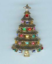 Beauty of A Vintage HOLLYCRAFT Multicolor Christmas Tree Brooch Pin