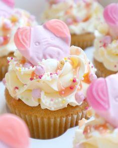 Percy Pig Cupcakes 🐷 | instagram.com/laurascakes_x Pig Cupcakes, Cupcake Cakes, Percy Pigs, Cake Decorating, Decorating Ideas, Mum Birthday, Cupcake Ideas, Drink, Baking