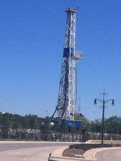 Drill rig in Fort Worth. Drill Baby Drill!!