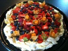 Pavlova <3 Pavlova, Fruit Salad, Cakes, Recipes, Food, Blogging, Fruit Salads, Cake Makers, Kuchen