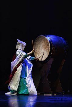 ღღ Korean Traditional Dance  Love culture? Consider hosting a foreign exchange student with CCI Greenheart from a country like this! Learn more here! http://www.cci-exchange.com/usprograms/host.aspx