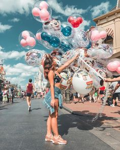 Image may contain: one or more people, people standing, shoes and activities . Cute Disney Pictures, Disney World Pictures, Cute Pictures, Disneyland Photography, Disneyland Photos, Disneyland Paris, Disney Style, Disney Love, Disney Magic