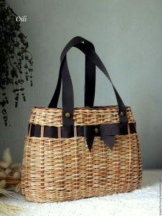 Newspaper Basket, Paper Weaving, Diy Tote Bag, Craft Bags, Basket Bag, Sisal, Wicker Baskets, Basket Weaving, Straw Bag