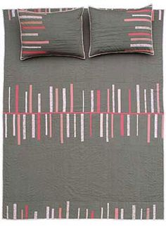 gray and pink quilt. Like the idea but I would put more stripes on the bottom than in the middle.