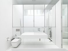White luxury bathroom design.