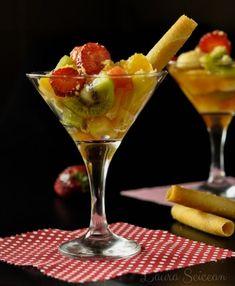 Salata de fructe - rețetă simplă dar delicioasă, desertul cel mai ușor de preparat Mai, Cooking, Tableware, Kitchen, Pineapple, Dinnerware, Tablewares, Kitchens, Dishes