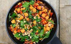 Linzenschotel met cashewnoten, zoete aardappel en spinazie Veggie Recipes, Vegetarian Recipes, Dinner Recipes, Healthy Recipes, Healty Lunches, Evening Meals, Vegan Dinners, Going Vegan, Good Food