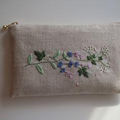 刺繍のフラットポーチ(秋)