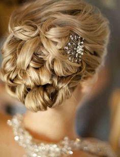 coiffure-mariage-tresse-laterale-chignon-bas-boucle