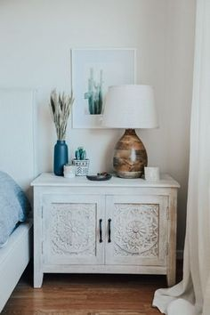 50 Simple DIY Apartment Decoration On A Budget. Whether this is your very first apartment or you've been living in them all your life, you want the décor to be a reflection of you. Home Decor Bedroom, Modern Bedroom, Bedroom Ideas, Bedroom Designs, Serene Bedroom, Wood Bedroom, Diy Bedroom, Bedroom Artwork, Bedroom Vintage