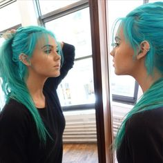 Dj Tigerlily 648 Dj Tigerlily 648 The post Dj Tigerlily 648 appeared first on Bunte Haar Diy. The post Dj Tigerlily 648 – Bunte Haar Diy appeared first on sport. Hair Dye Colors, Cool Hair Color, Blue Hair Colors, Turquoise Hair, Coloured Hair, Grunge Hair, Mermaid Hair, Pretty Hairstyles, Updo Hairstyle