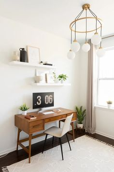 Review of the West Elm Mid Century Modern Desk in Acorn. Sharing pros and cons and is it worth it. Midcentury modern home office furniture #midcenturydesk #westelm Home Office Space, Home Office Design, Home Office Decor, Home Decor, Office Ideas, Office Rug, Office Furniture, Modern Office Desk, West Elm Mid Century