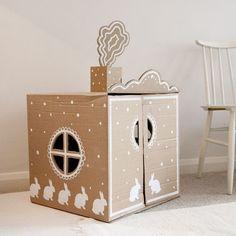 DIY cardboard play house / Oh la belle maison en carton! Cardboard Box Houses, Cardboard Playhouse, Cardboard Toys, Cardboard Furniture, Painted Playhouse, Cardboard Rocket, Playhouse Furniture, Cardboard Design, Cool Diy