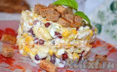 Салат с фасолью, сыром и сухариками не только вкусный, но и сытный. Замечательно подойдет как на праздник, так и на семейный обед. Если вы добавите немного чесночка, то это придаст блюду пикантности.