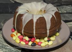 Eierlikör-Gugl/ring cake with egg liqueur. Zum Rezept/Find the recipe here: http://www.backzauberin.de/saisonales/ostern/eierlikoer-gugl/