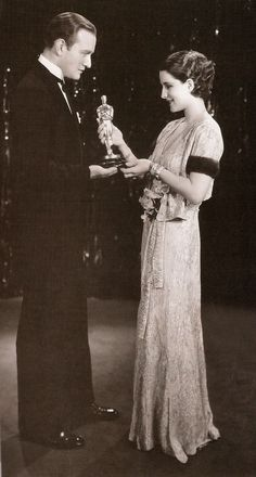 """Norma Shearer receiving her Best Actress Oscar for """"The Divorcee"""", from Conrad Nagel at the Academy Awards ceremony in Golden Age Of Hollywood, Vintage Hollywood, Hollywood Glamour, Hollywood Stars, Classic Hollywood, Hollywood Icons, Hollywood Actresses, Rita Moreno, Scarlett O'hara"""