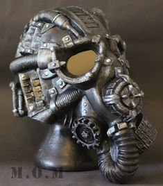 Gas mask steampunk cosplay Idee for a helmet? Steampunk Mask, Steampunk Cosplay, Victorian Steampunk, Steampunk Fashion, Gas Mask Art, Masks Art, Gas Masks, Mad Max, Fallout