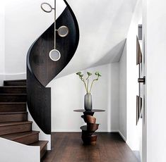Pretty sure I found THE Staircase to Heaven… ✨ ⛅️ ✨ (Design: Yup. Pretty sure I found THE Staircase to Heaven… ✨ ⛅️ ✨ (Design: , Photo: ) Staircase Railings, Curved Staircase, Staircase Design, Railing Design, Staircases, Home Architecture Styles, Architecture Photo, Stair Art, Interior Styling