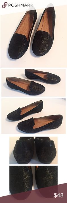 """Clarks Indigo Black Sparkle Flats Beautiful and comfy sparkly black flats from Clarks. Measurements: length 10.5"""", width 3.5"""". Excellent condition! Clarks Shoes Flats & Loafers"""