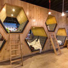 9 ¾  книжарница и кафе http://webstage.bg/arhitektura-i-dizain/2293-da-chetesh-v-kolumbiya.html