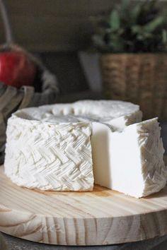 Azul Purpura: Cómo hacer queso fresco de vaca, casero, proceso paso a paso Cheese Whiz, Queso Cheese, Wine Cheese, Cheese Recipes, Cooking Recipes, Yogurt, Queso Panela, Chilean Recipes, Homemade Cheese