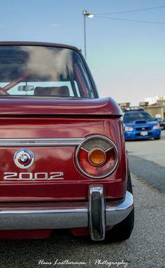 bmw with on the background a Subaru Impreza. Audi, Porsche, Psa Peugeot, Peugeot 206, Aston Martin, Carros Bmw, Touring, Volvo, Bmw Vintage