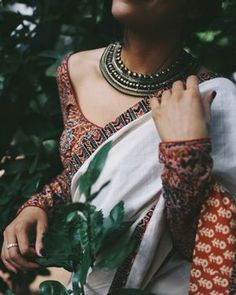 Full sleeves Ajarak print blouse with oxidized neck piece is what everyone can fall in love with 🔥🔥 Indian Designer Outfits, Indian Outfits, Indian Dresses, Indian Clothes, Formal Saree, Casual Saree, Saris, Saree Jackets, Saree Jewellery