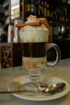 Café canela by mercadodesanmiguel, via Flickr My Coffee, Coffee Shop, Cinnamon Love, Chocolate Coffee, Barista, Food Photography, Pudding, Tableware, Desserts